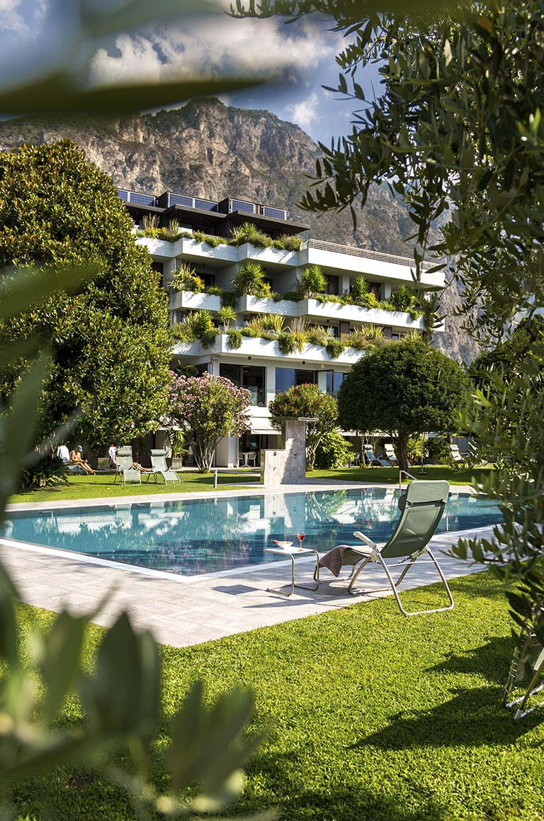 hotel with swimming-pool limone sul garda